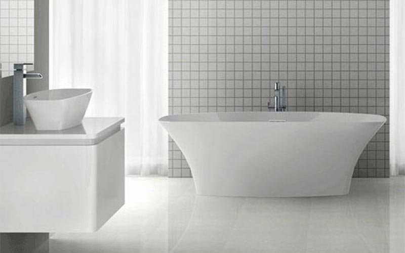 Americh ROC Collection Varna bathtub installed in bathroom