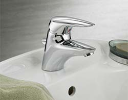 Single handle lav faucet example