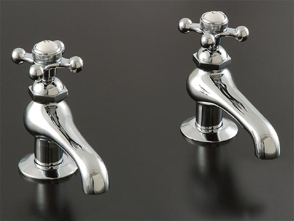 Old Fashioned Style Tub Amp Lav Faucets And Antique Plumbing